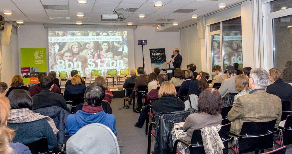 Grzegorz Piechota előadása (©Goethe-Institut Foto: Felvégi Andrea)